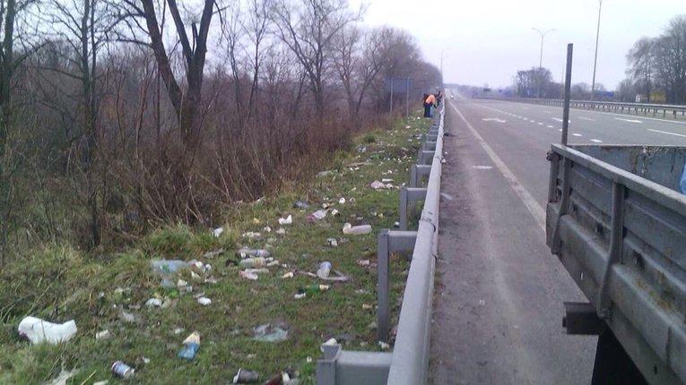 10 вантажівок сміття зібрали на узбіччях доріг Полтавщини