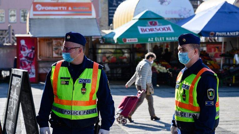 В Угорщині оштрафували громадянина України, який цілеспрямовано кашляв на перехожих
