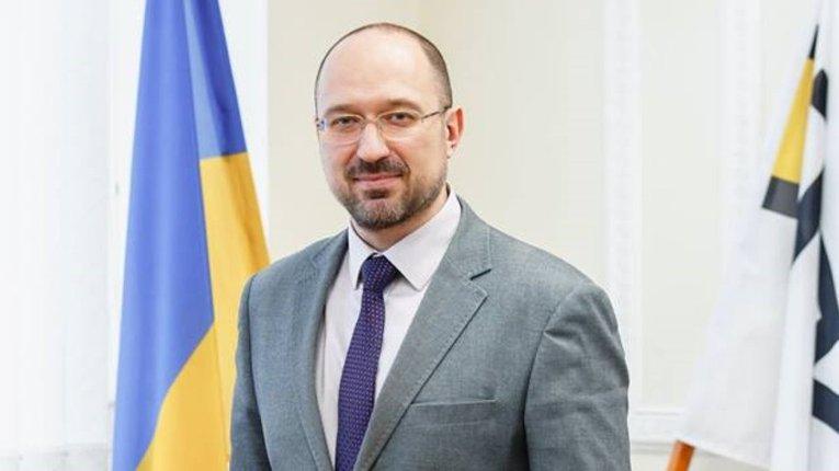 Прем'єр назвав приблизну дату виходу українців на роботу