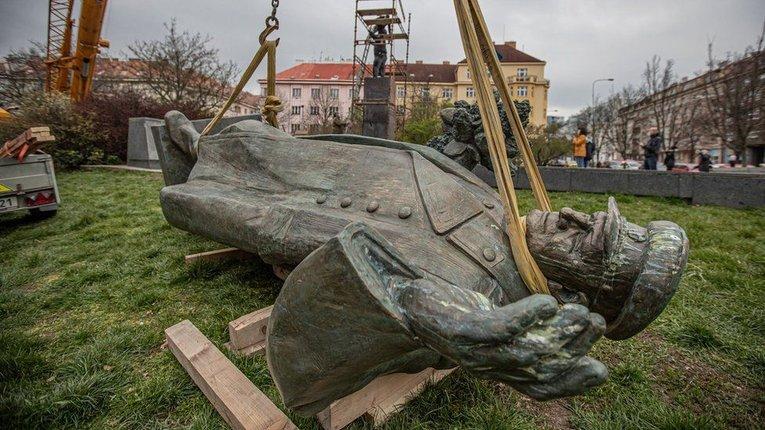 Замах може бути пов'язаний зі знесенням пам'ятника радянському маршалу