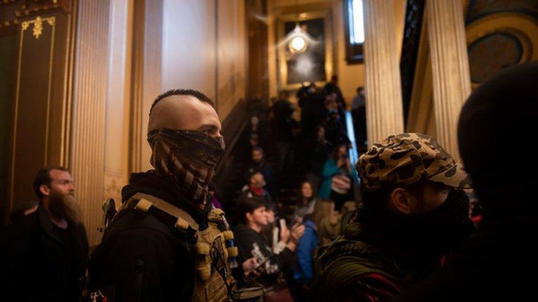 Озброєні протестувальники увірвалися до регіонального парламенту Мічиґану