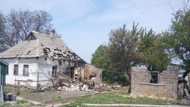 Внаслідокобстрілу бойовиками Красногорівки були пошкоджені три житлових будинки
