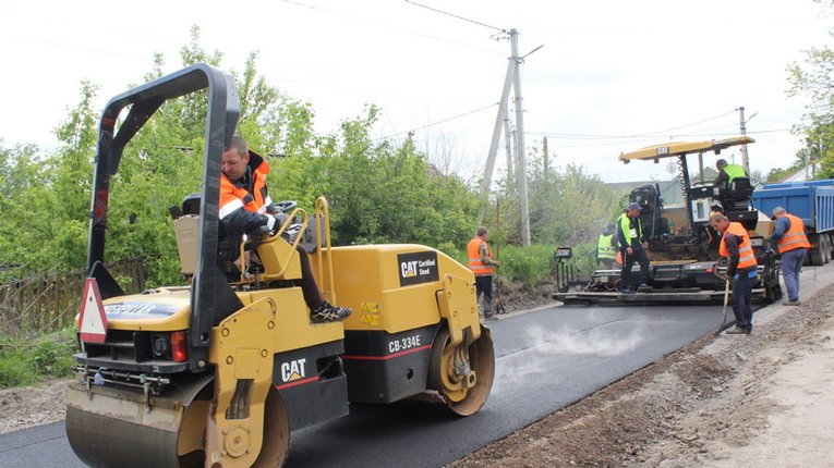 Дорожне покриття вулиць Гадяча повертають у належний стан