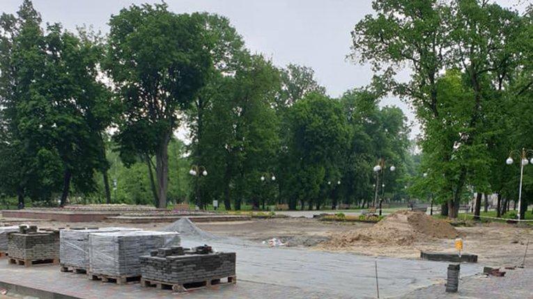 У Гадячі триває поточний ремонт центрального парку міста