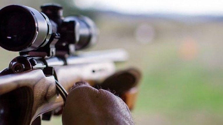 Поблизу Мар'їнки ворожий снайпер поранив українського військового