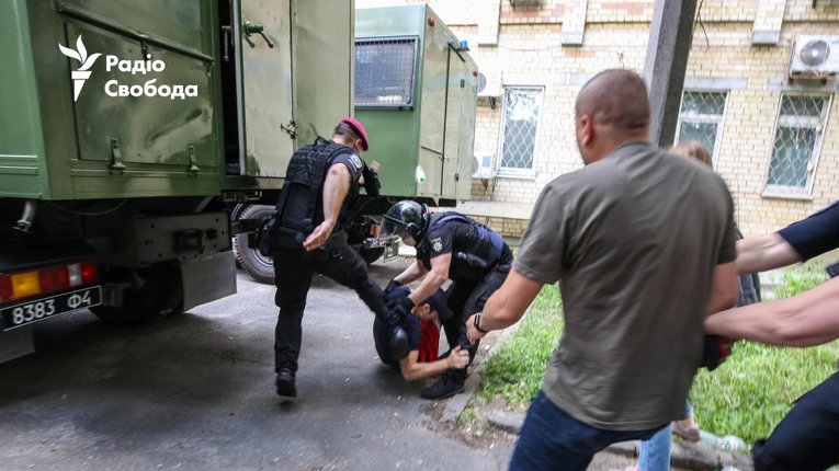 Суд надСтерненком: побиття і затримання активістів «оновленим Беркутом»