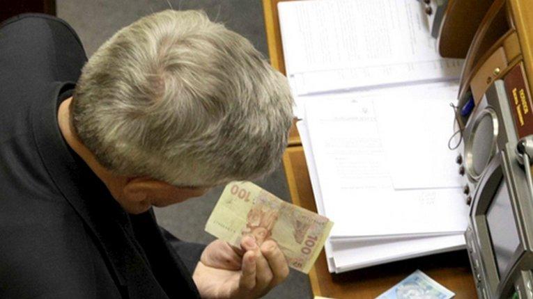 Депутати хочуть підвищити оплату праці своїм помічникам