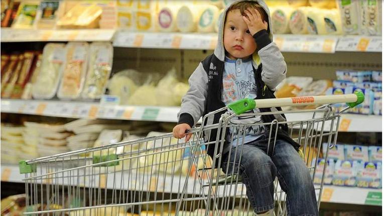 Українці, традиційно, майже половину доходів витратили на їжу – Держстат