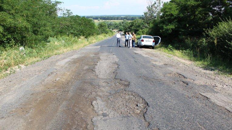Низка автошляхів Карлівського району потребує невідкладного ремонту