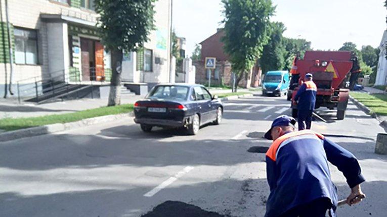 На вулицях Лубен у розпалі дорожньо-ремонтні роботи