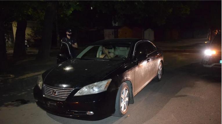 В Миколаїві п'яний водій «Лексуса» вчинив ДТП та тікав від поліції в самих трусах