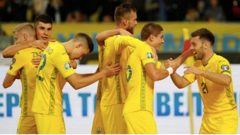На новій формі збірної України з футболу зник напис «Слава Україні»