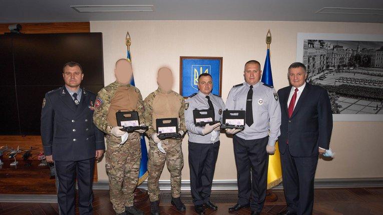 Зброя як нагорода за вбивство поліціянтами українця: блюзнірству МВС немає меж