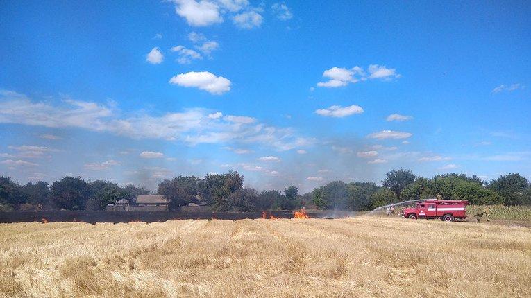 У Решетилівському районі вогнеборці загасили займання на полі, де росла пшениця