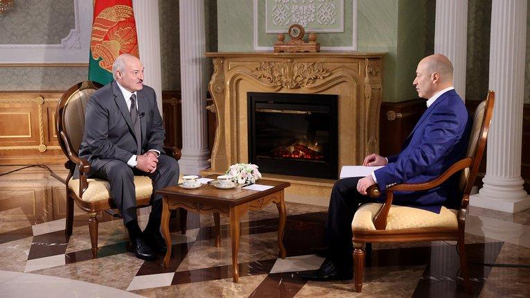 Лукашенко звинуватив військово-політичну верхівку України у здачі Криму