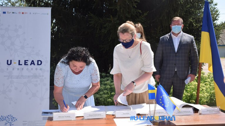 Шведи допомагатимуть Новосанжарській громаді будувати центр надання адмінпослуг