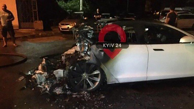 Ні розуму, ні фантазії: Андрію Богдану спалили авто