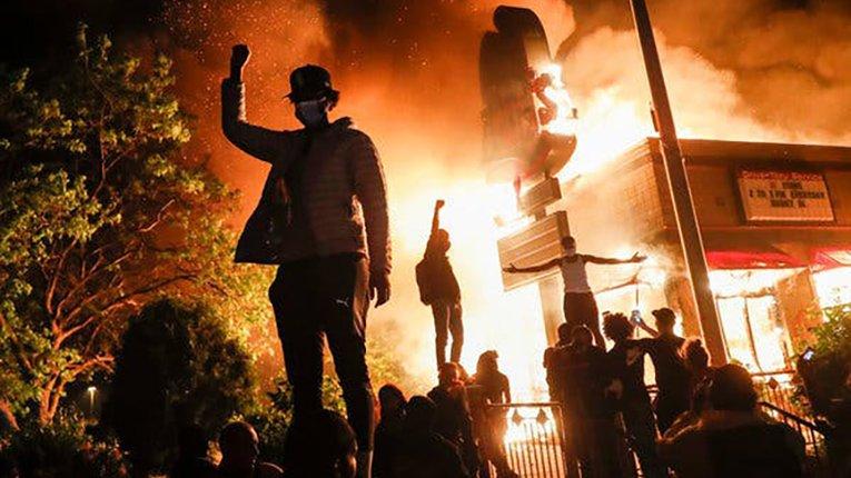 Вперед у минуле: в американському Портленді протестувальники дичавіють на очах