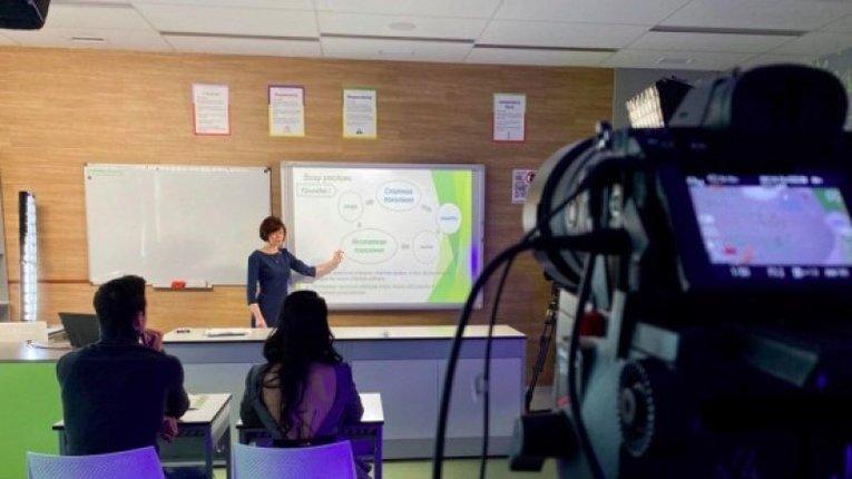 Школярам показуватимуть уроки по телевізору