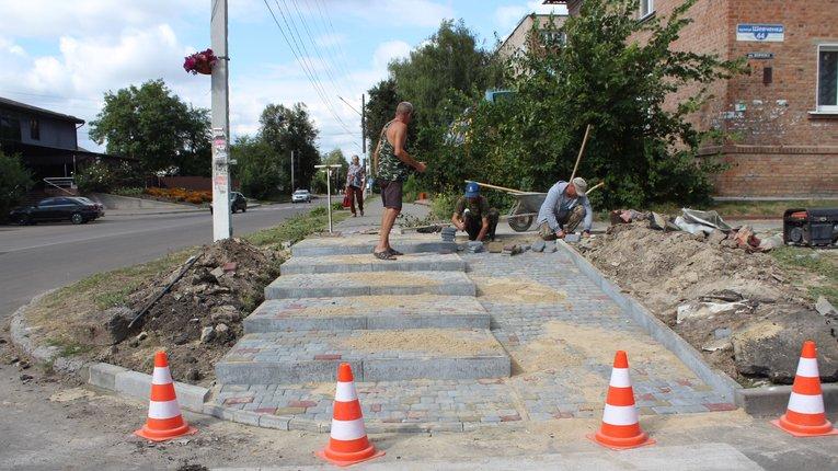 У Гадячі взялися капітально оновлювати тротуари