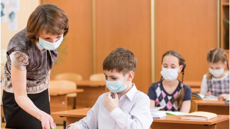 У МОН дозволили батькам самостійно шити маски дітям-школярам