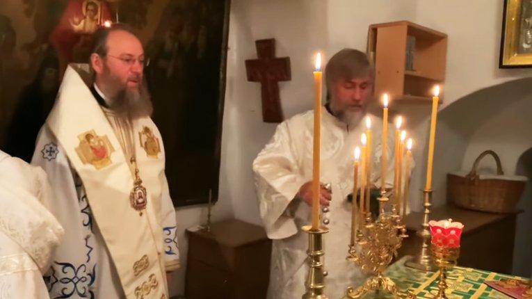 Диякон чи держпосадовець? Олігарх Новинський відслужив літургію у Києво-Печерській Лаврі