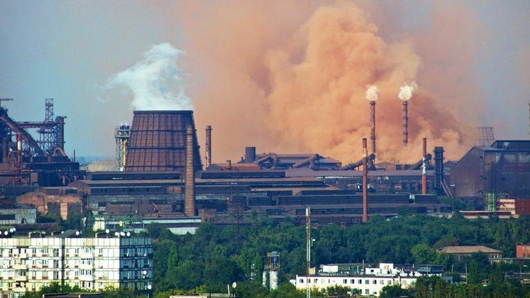 Промислові підприємства Запоріжжя вкотре зобов'язали скоротити викиди
