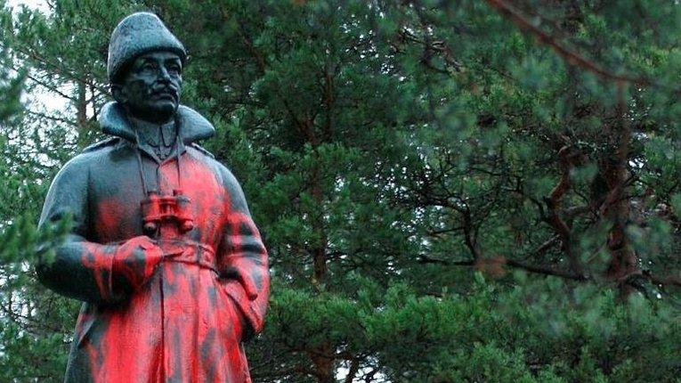 У Фінляндії вандали спаплюжили 2 пам'ятники маршалу Маннергейму