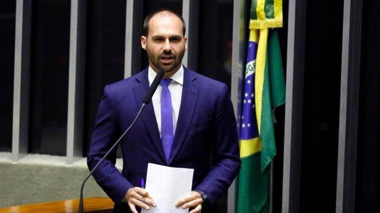 Наслідуючи Україну: син президента Бразилії вимагає криміналізувати комунізм і нацизм