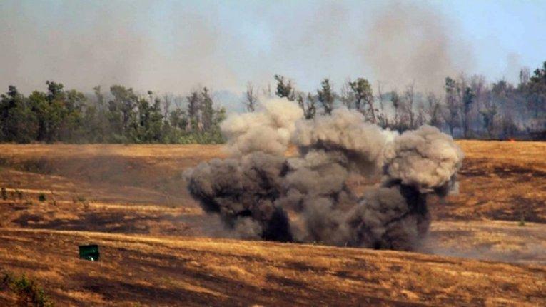 На Донбасі «на невідомому вибуховому пристрої» знову підірвався український військовий