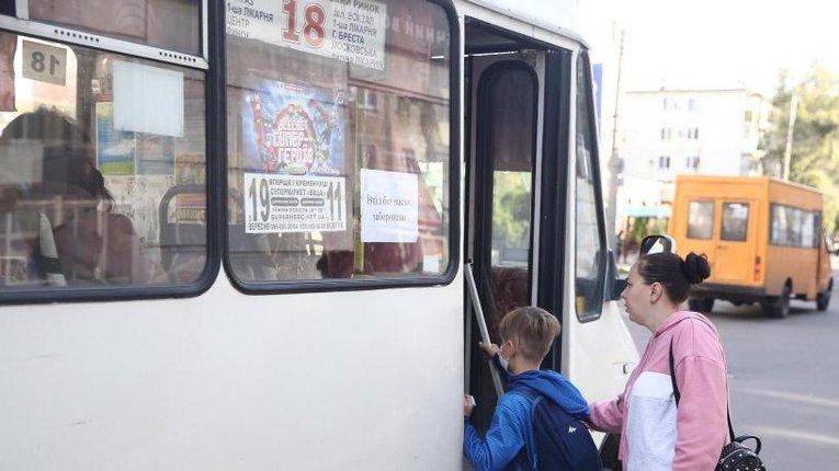 Школярі Кременчука не сплачуватимуть за проїзд у громадському транспорті