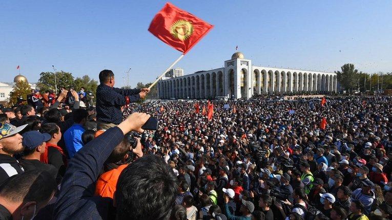 Президент Киргизстану ввів надзвичайний стан у Бішкеку