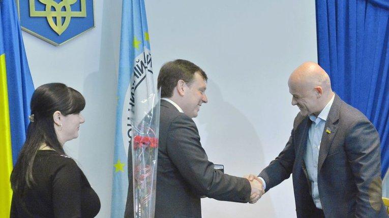 Хто кому «фраєр»: в Одесі проросійські кандидати в мери поливають один одного брудом