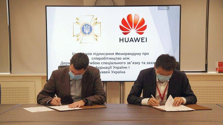 Китайці з «Huawei» офіційно шпигуватимуть за українцями