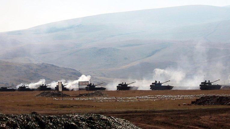 Перемир'я зірвано: Вірменія та Азербайджан звинуватили одне одного в ескалації конфлікту