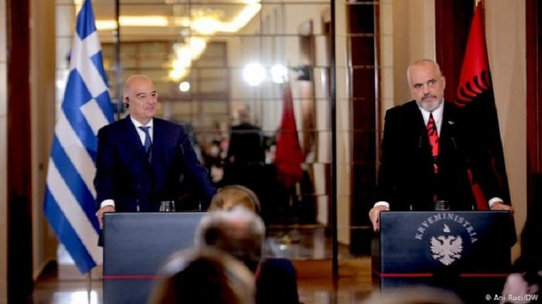 Міністр закордонних справ Греції Нікос Дендіас і прем'єр-міністр Албанії Еді Рама