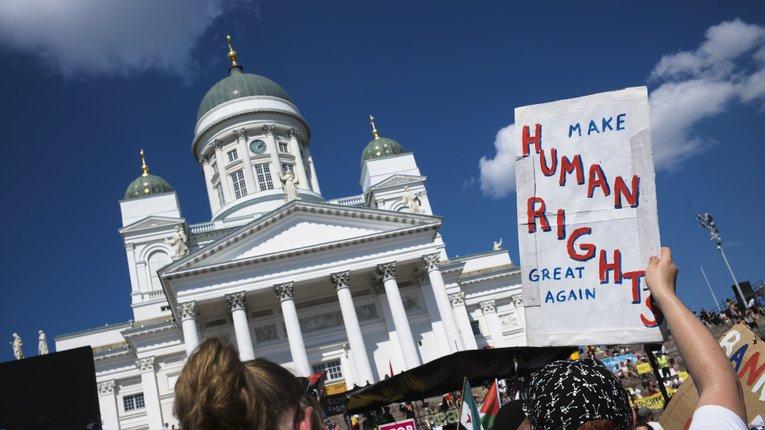 Влада Фінляндії залякала громадян «правим екстремізмом» і «расовою війною»