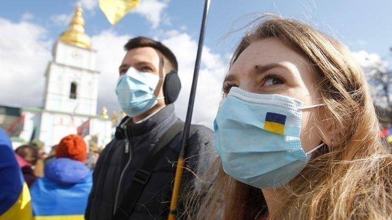 Близько 60% українців проти повернення жорсткого карантину – опитування