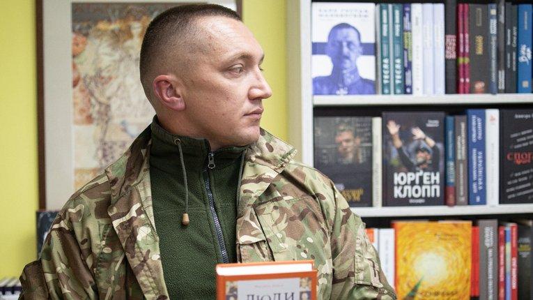 Доброволець «Правого сектору» видав книгу про бойових побратимів