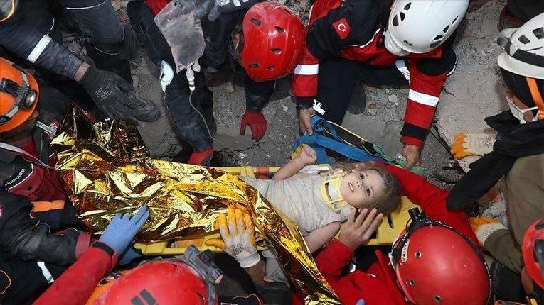 У Туреччині врятували ще одну дівчинку – провела під завалами понад 90 годин