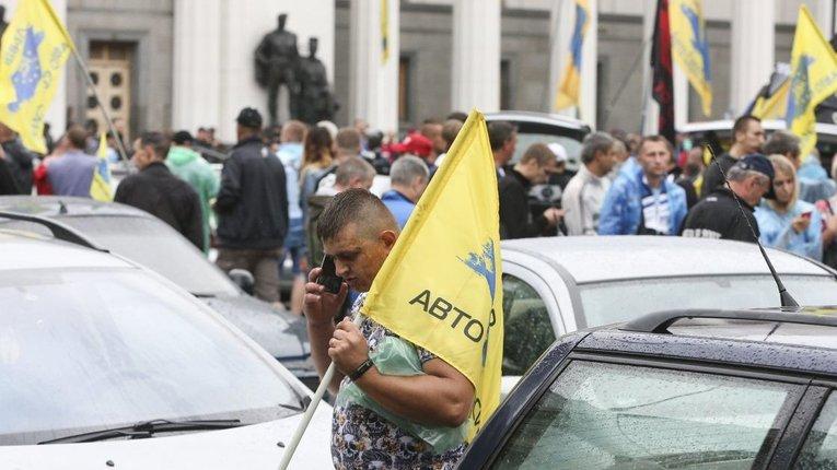 У Києві на мітингу власників євроблях учасники побилися з поліцією