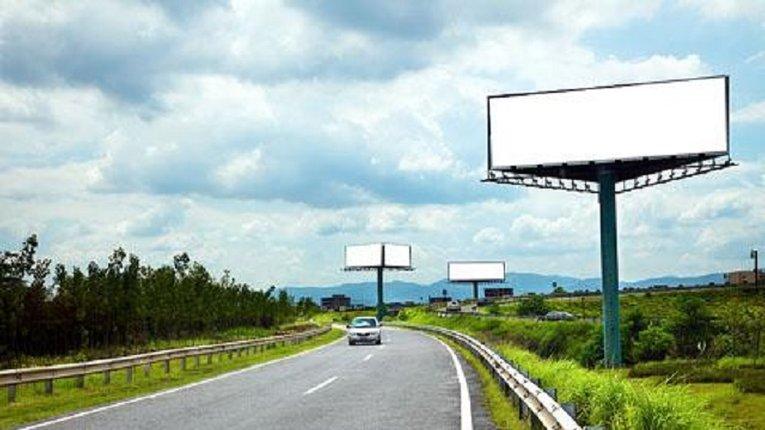 У Раді пропонують заборонити рекламу вздовж автомобільних доріг