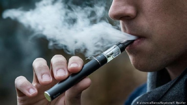 Куріння електронних цигарок шкодить легеням, — американські дослідники
