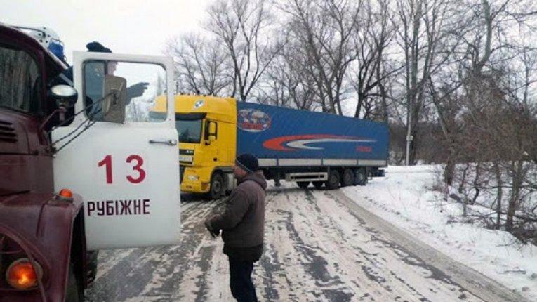 Луганщину засипало снігом, рух транспорту ускладнено