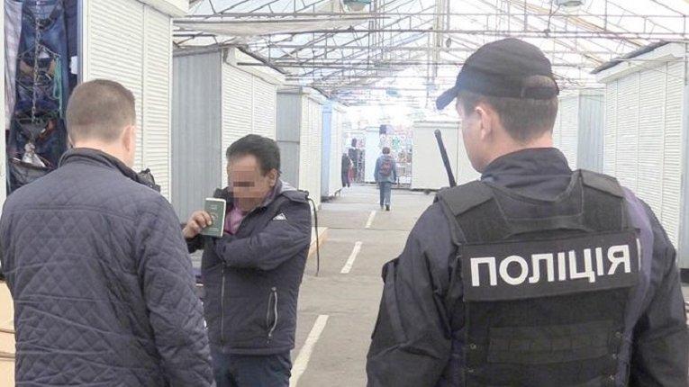 Аваков пропонує жорстко штрафувати нелегалів та порушників міграційного законодавства