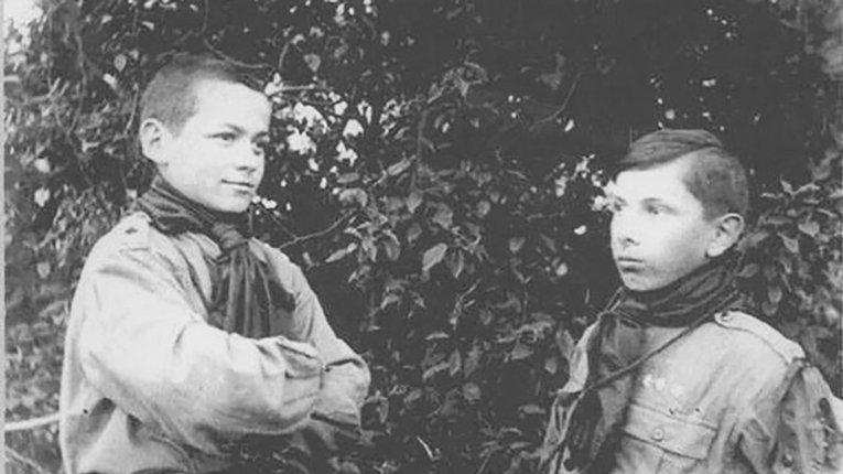 Пластун Степан Бандера (праворуч), 1923 рік