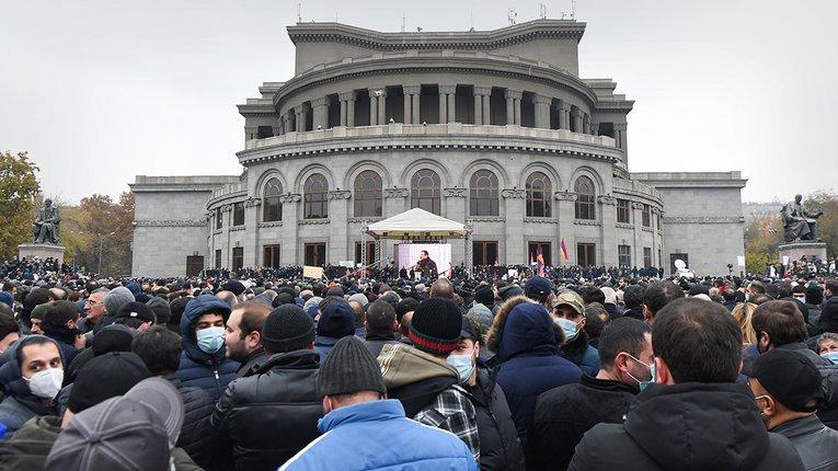 Вірменська опозиція закликала громадян до «мирного перевороту»
