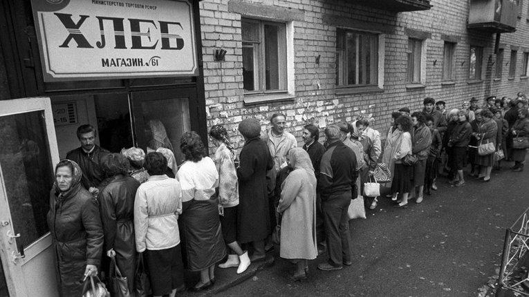 """В'ятрович анонсував книгу про союз совєтських речей, окупацію, пломбір, та """"щасливе життя"""" в совку"""