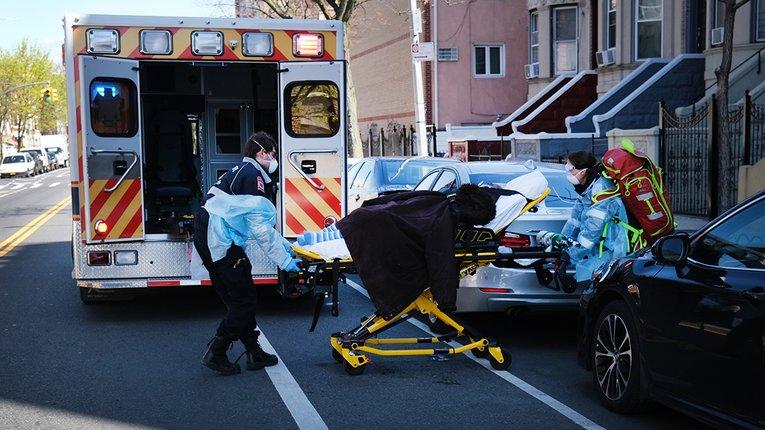 """3725 смертей від коронавірусу за добу – новий рекорд """"встановили"""" в США"""