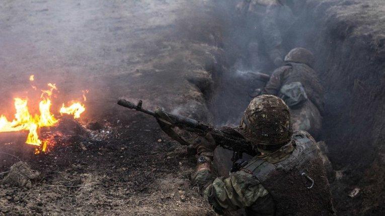 Донбас: бойовики обстріляли українських військових та бригаду ремонтників
